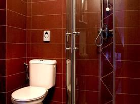 Koupelna se sprchovým koutem růžový pokoj
