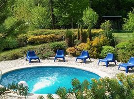 vyhřívaný bazén s protiproudem ( od května do konce září )
