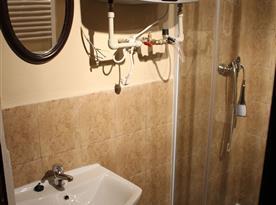 Apartmán B - sprchový kout