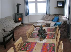 Obývací pokoj spojený s kuchyní