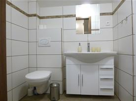Koupelna B pro ložnici C a D