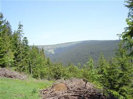 panoramatické výhledy z turistické cesty nad Karlovem