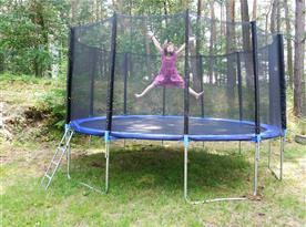 Trampolína v areálu pro Vaše děti
