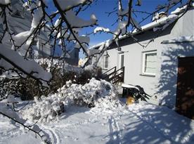 Zimní pohled ze zahrady