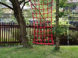 provazové prolézačky na zahradě