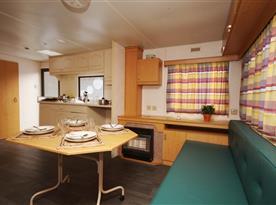 Kuchyň s obývacím pokojem - domek pro 5 osob