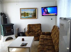 Obývací místnost s krbovými kamny