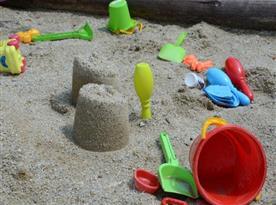 Dětské pískoviště s vybavením pro děti