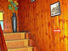 Dřevěné schody do patra