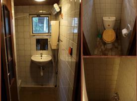 Druhá koupelna s umyvadlem, sprchovým koutem a toaletou