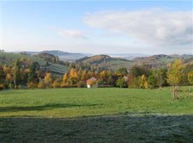 Chalupa v kouzelném prostředí krkonošských hor, podzimní pohled