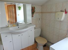 Koupelna v patře s vanou