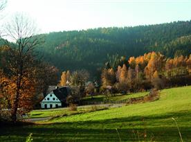 Pohled do údolí malebné vesničky Nové Losiny