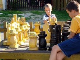 Obří venkovní šachy, které potěší malé i velké