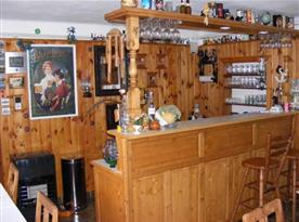 Pohled na bar s výčepem