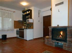 Pohled na kuchyňský kout ve spol. místnosti 2