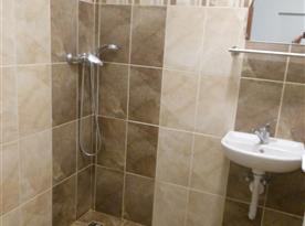 koupelna 1 (sprcha,záchod,umyvadlo)