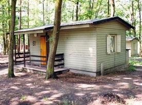 Celkový pohled na chatu s malou terasou