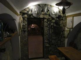 Vinný sklípek u domu majitele v Kyjově (4 km)