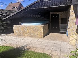 Pohled na venkovní krytý bazén