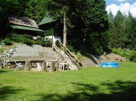 Chata v klidném lesním prostředí