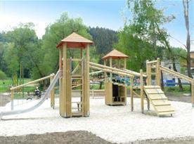 Dětské hřiště v okolí