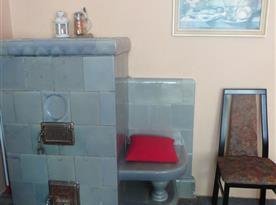 Kachlová kamna v ložnici- retro detail
