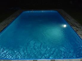 Večerní pohled na bazén