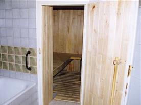 Z koupelny je vstup do sauny