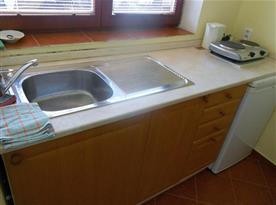 Kuchyňka v jednom z pokojů