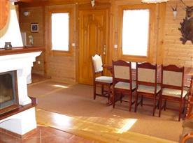 Osmilůžková chata - obytná místnost s jídelnou