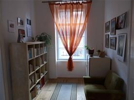 Apartmán PB Balcony - knihovnička v malé ložnici