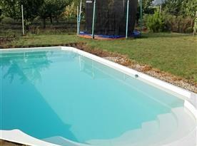 Bazén a trampolína