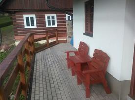 Lavička na terase
