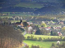 Hradiště z vyhlídky nad obcí