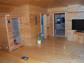 Obývací pokoj s TV a infrasaunou