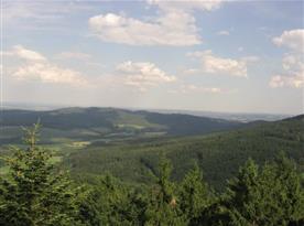 Výhled z rozhledny na Kraví hoře