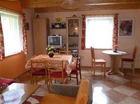 Obytná místnost s jídelním koutem