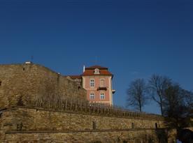 pohled z okna na zámek