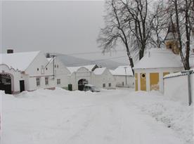 náves v zimě