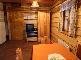 Společenská místnost s jídelním koutem