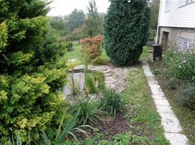 Jezírko na zahradě domu