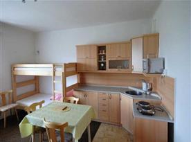 Kuchyňský kout v ložnici B