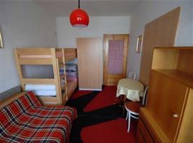 Ložnice C s patrovou postelí a pohovkou