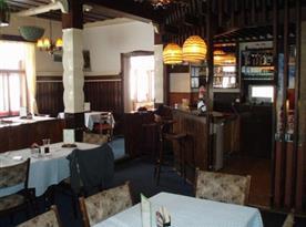 Příjemná restaurace s barem