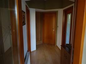 vchod do apartmánu s chodbičkou