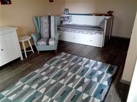 Společenská místnost s televizí,komodou,kresilkama,skrini,vse z Ikei