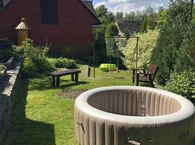Vířivka na zahradě