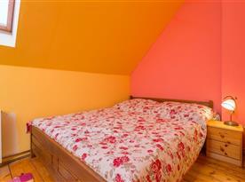 Jaro podkroví - ložnice