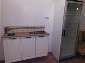 Dodatečné vaření na plynu a velká lednice